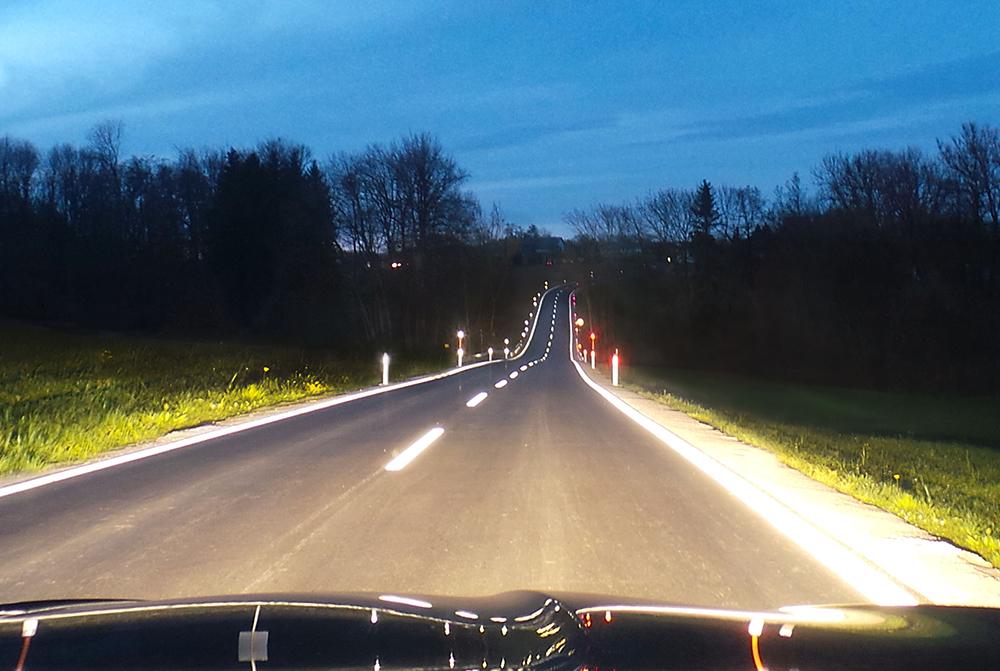 Straßenmarkierungen für autonomes Fahren