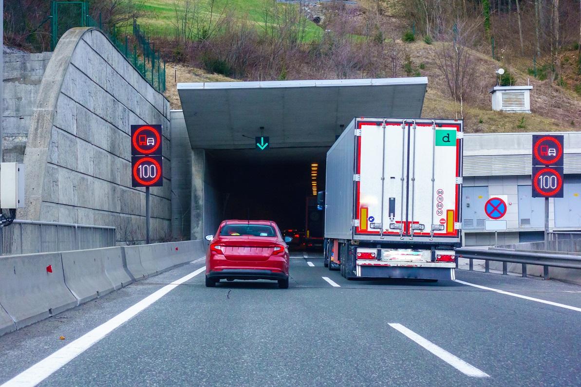 Skräddarsydda VMS-system på vägar | Swarco