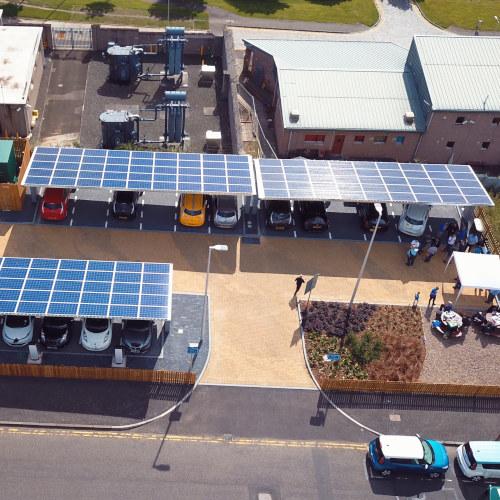 Mångsidiga soltaksmoduler för parkeringsplatser
