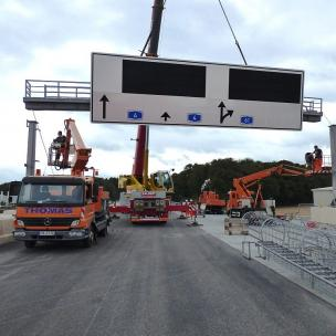motorway gantries and traffic project management
